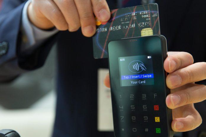 Jak zabezpieczyć się przed skopiowaniem karty kredytowej zbliżeniowej?