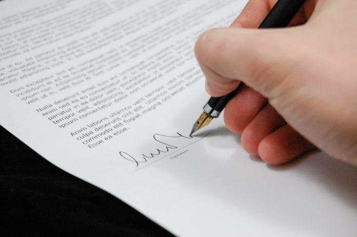 Jak czytać umowy kredytowe, aby nie dać się oszukać?