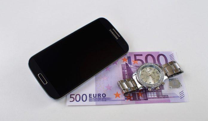 Jak tanio przesłać pieniądze do Polski?