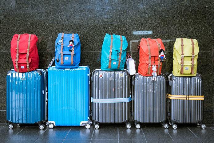 Jak spakować się na podróż samolotem?